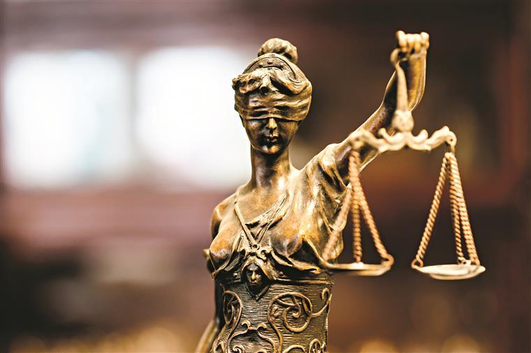 Os EUA não podem parar de emitir vistos durante a proibição de viagens, julga juiz federal